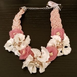 Gardenia Shell 7 Flower Braided Rope Necklace NWT
